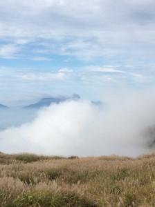 阿蘇山の噴火が見えます。